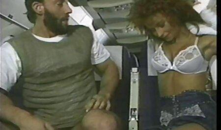 Brunette Sexy masturbation dans voir film porno africain la cuisine