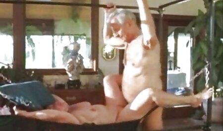 Busty voir un video porno blonde mère attrape un homme