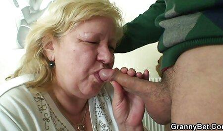 Sexe avec une brune dans la salle de bain regarder vidéos porno