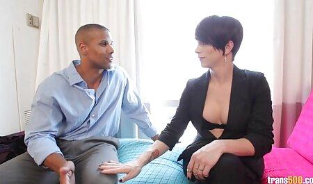Ébène sucer la bite d'un amant noir avant voir scene porno qu'il ait des relations sexuelles.