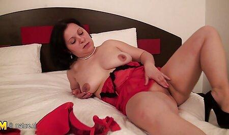Porno à la je voudrais voir des films porno maison: une femme est maigre en short et se donne à un homme