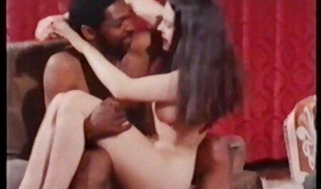 Minx montre ses belles fesses. je voudrais voir un film porno gratuit