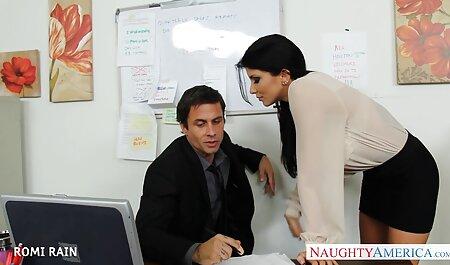 Une étudiante voir un film porno passionnée par la belle-mère