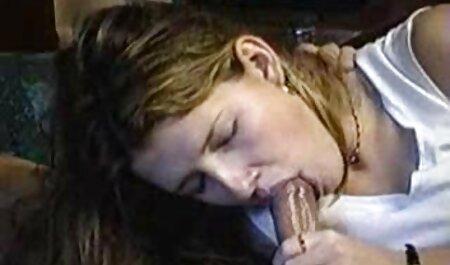 Jada feu et Ange regarder un filme x Yeux satisfaisant homme avec leur bouche dans lit
