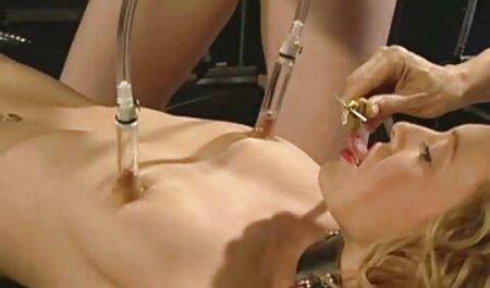 La femme obtient regarder films porno sa bouche.