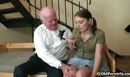 Suce regarde un film porno et lèche