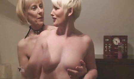 Branler une blonde sur le lit d'hôpital. voir les videos xxx