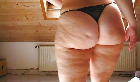 La beauté dans la salle video porno regarder de bain