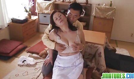 Une femme blonde avec un mamelon qui se démarque se fait baiser par un homme chauve films porno a voir sans le prez.