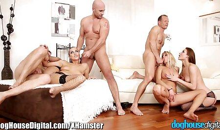 Les garçons mangent à tour de rôle trois voir des films x gratuits jeunes prostituées.