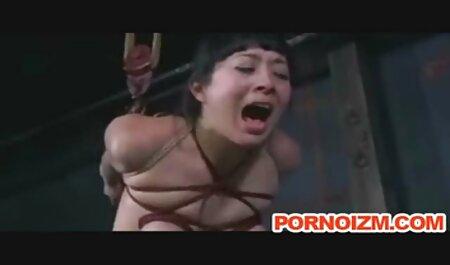 Blonde voudrais voir un film porno En Bas