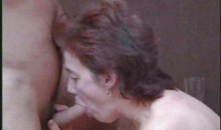Les filles je veux regarder le film porno au lit