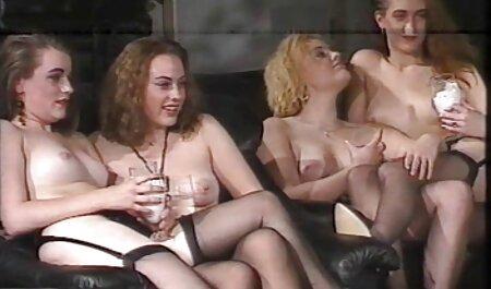 Les hommes rugueux ont des relations regarder vidéos porno sexuelles anales avec deux beautés.