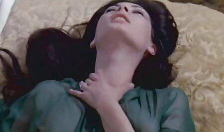 Deux copines sucent passionnément voir film sex gratuit le pénis d'un jeune masseur.