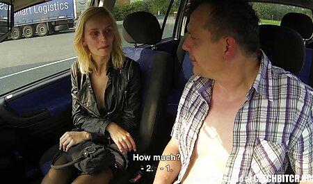 Maman avec des tatouages se fait baiser dans une couverture voir porno rose dans le sexe anal avec sex machine