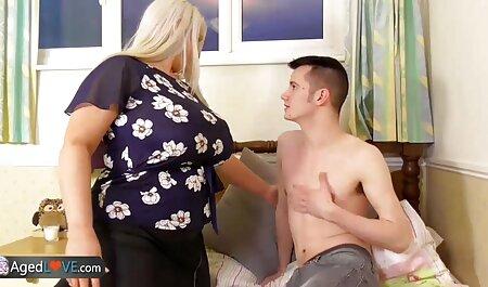 Putain de fille avec des voir extrait film porno lunettes dans la botte de foin avec un étranger
