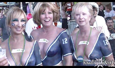 Les filles dans regarde film porno le bar