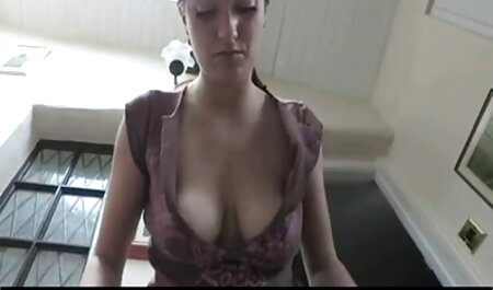Baise une belle regarde un film porno masseuse.