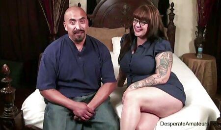 Porno lesbien: les filles regarder le film porno se frottent le vagin