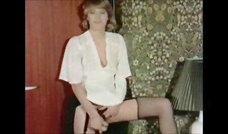 Poussin en je veux voir un film de porno bas et sans culotte tâtonner